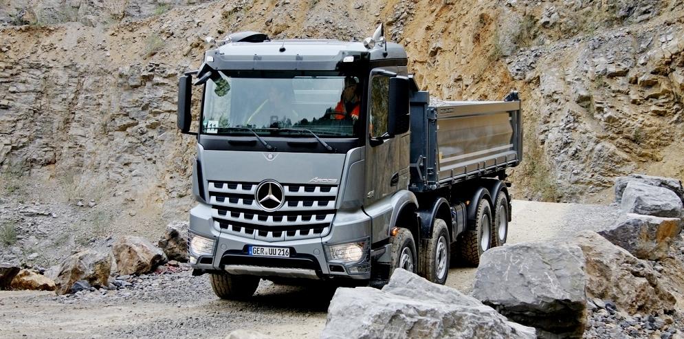 Arocs-Bagger: Wie testet man schwere Fahrzeuge mit Stern?