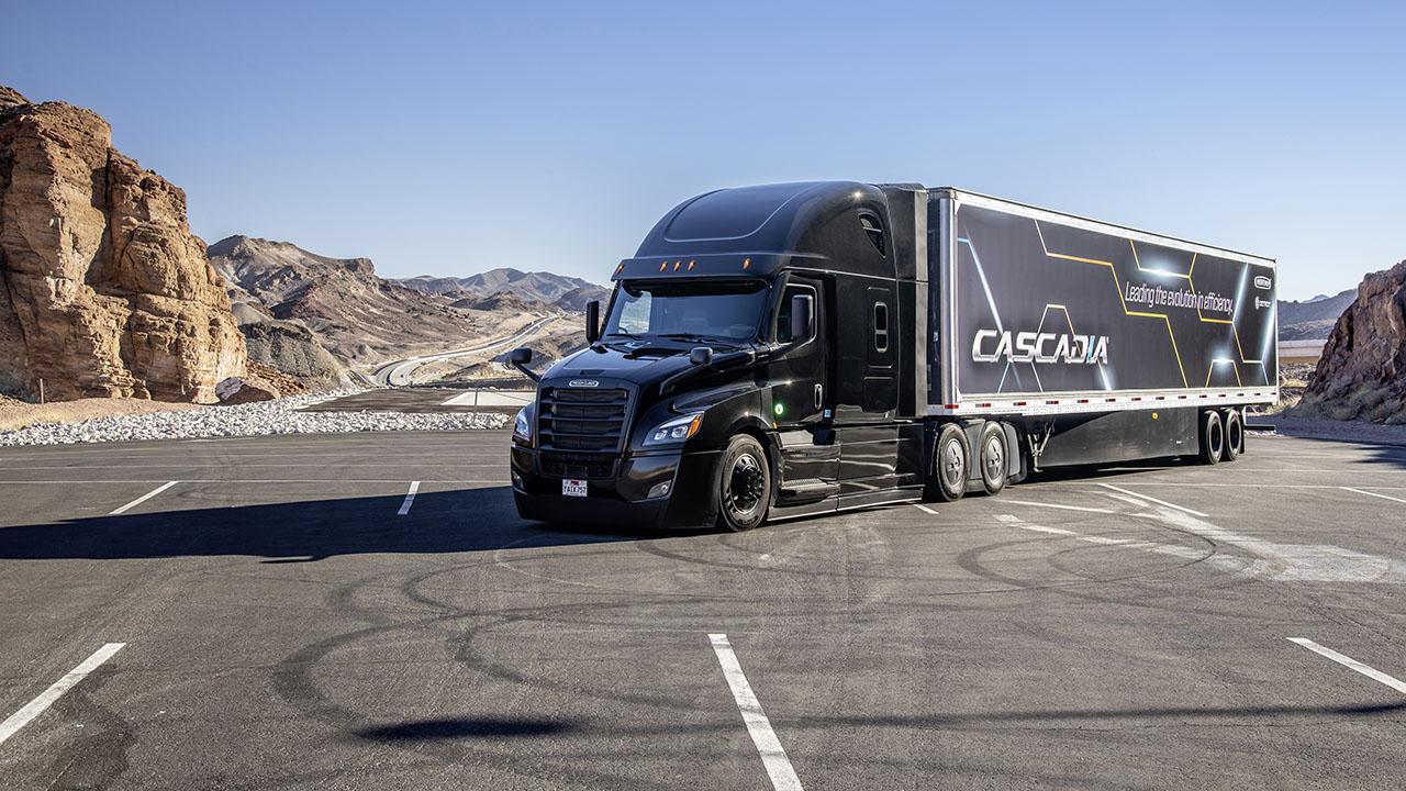 Die ganze Serie von halbautomatischen Freightliner Cascadia ist gefertigt