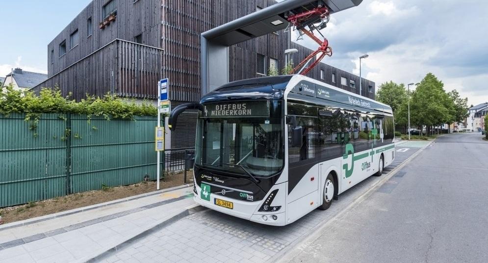 Volvo präsentiert neuen Elektro-Gelenkbus  – höhere Kapazität, weniger Lärm und bessere Luftqualität